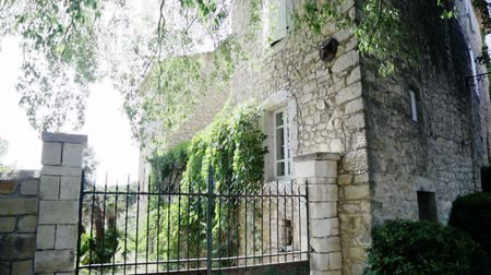 francês : traditional country house in south of France