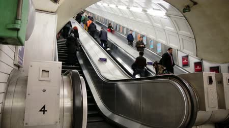 podzemní : LONDON - February, 21: commuters in Londond escalate into underground station Dostupné videozáznamy