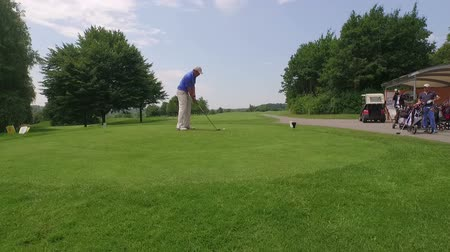 kurs : A man at the golf course doing a drive on a sunny day in Germany
