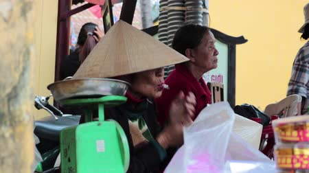 Old Vietnamese woman smoking cigarette Stok Video