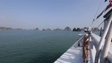 Viewing karst islands in Ha Long Bay from the deck of a cruise ship. Personal perspective Stok Video