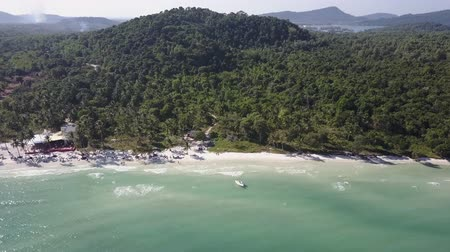 南の : Coast and beaches of Phu Quoc island in Vietnam. An aerial panorama of coast, forests, mountains, and landscape. Aerial shot. Panorama.