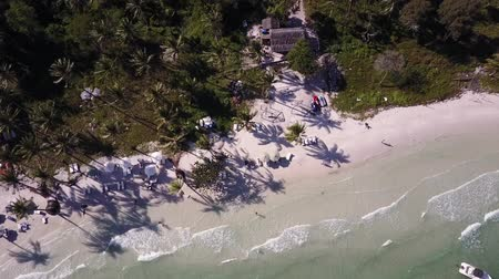 uklidňující : Sea waters and tropical beaches in the Gulf of Thailand at Phu Quoc, Vietnam. Drone shot.