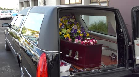 trumna : funeral service with casket, coffin & hearse Wideo