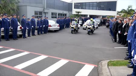 tiszt : Shot of a funeral with police, dogs, motocycles & helicopter as guard of honor