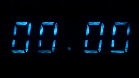 fósforo : Digital clock with fluorescent display shows 00:00 in blue color on a black background