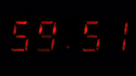 fósforo : Digital clock with fluorescent display shows the time of 59 minutes 40 seconds to 00 minutes 10 seconds in the red on a black background Vídeos