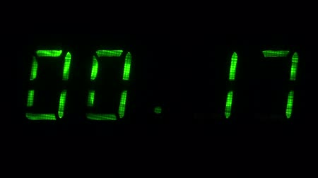 fósforo : Digital countdown timer with an interval 30 seconds 00:30 - 00:00 digits green on a black background.