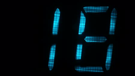 fósforo : Fluorescent display countdown self-destruction timer in blue and red color over black background Vídeos