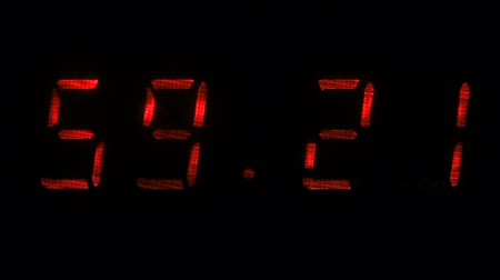 fósforo : Digital clock with fluorescent display shows the time of 59 minutes 10 seconds to 59 minutes 40 seconds in the red on a black background
