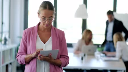 on camera : Video of smart young businesswoman working with digital tablet on coworking place. Stock Footage