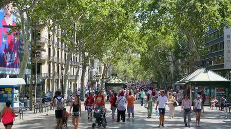 бульвар : People on the street La Rambla in Barcelona, most popular street in Barcelona