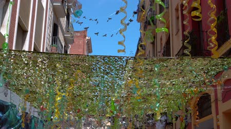 recyklovatelné : canopy made of plastic bottles of different colors outdoors for shade
