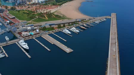 lancha : yachts in the seaport, aerial view. Marine parking of modern motor boats Vídeos