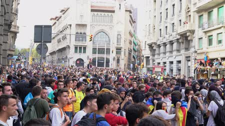 povstání : huge number of people blocked the street in Barcelona during the riots