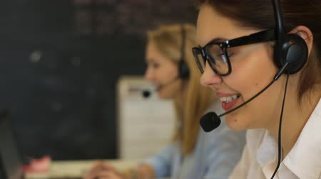 segít : Woman customer service worker, call center smiling operator with phone headset