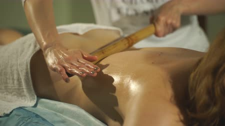 гибкость : a woman doing therapeutic massage Стоковые видеозаписи