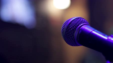 vokal : The microphone on the stage before the concert
