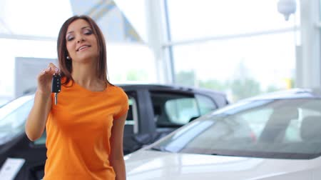 eladás : Girl selling car at car sales center (NTSC)