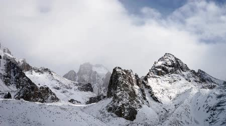 горный хребет : Panoramic view of the winter mountains. Kyrgyzstan.Ala-Archa.