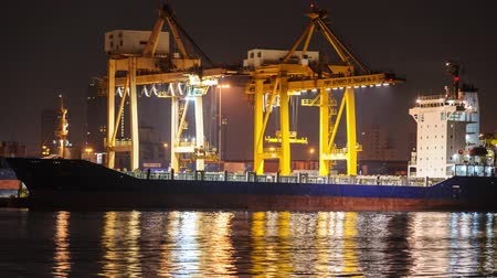 shipping : 4K Time-lapse, Big crane bridge shipping container cargo in shipyard. Logistic Import Export background. Stock Footage