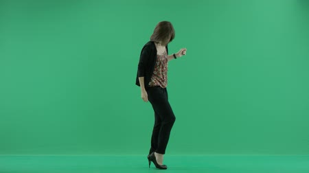 ayakkabı : woman takes the shoes off Stok Video