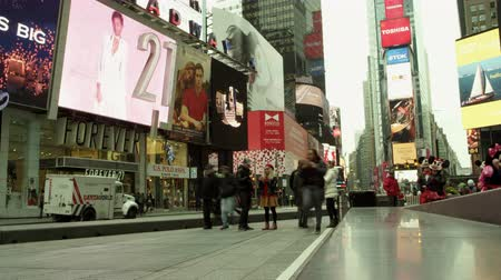 bilboard : Timelapse of Times Square at daytime