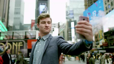 wzrok : Young attractive man is taking a selfie on Times Square Wideo