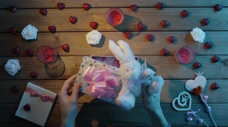 peluş : Adult man puts soft bunny into the gift box as valentine day present, top view