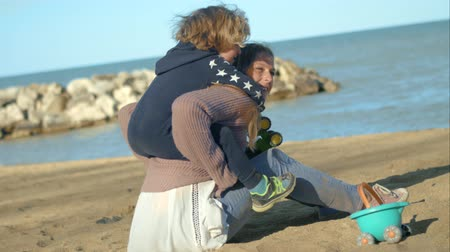 travessura : The boy is playing with his mother on the shore of the lake. Vídeos