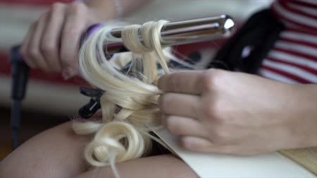 contornos : Make-up and hairstyle for a girl Vídeos