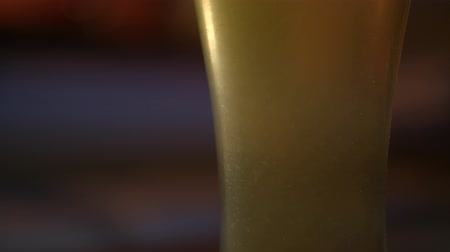 bira fabrikası : Close up of beer bubbles.