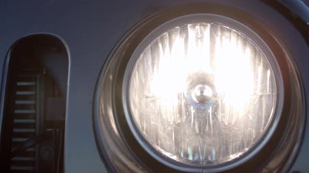 kör alakú : Closeup of the turning off headlight of a car. Stock mozgókép