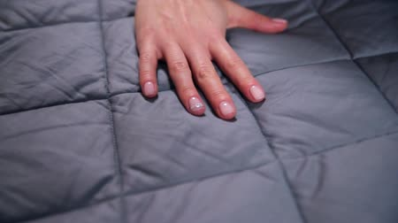 пуховое одеяло : Female hand touching soft and clean grey blanket. Стоковые видеозаписи