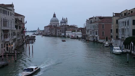 wenecja : The Grand Canal and the domed Santa Maria Della Salute, Venice Wideo