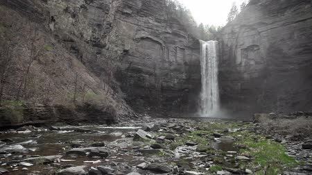 uzun boylu : Taughannock Falls in spring. A large(215 ft.) waterfall located near Ithaca, NY, USA. Stok Video