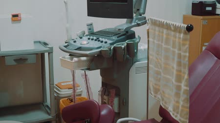 droogkast : Bright medical room for checkup patients with ultrasound equipment with keys
