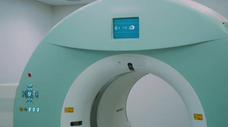 mıknatıs : Room with white magnetic resonance tomography for examination of the human body close-up