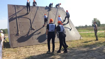 kurs : Russia. Novosibirsk 280816 Heroes race 12:44. othletes on the obstacle