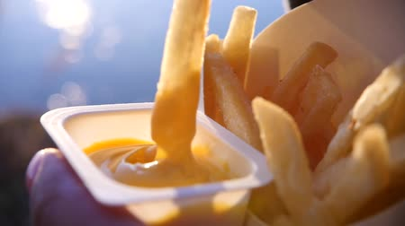 frites : To dip in the sauce delicious, greasy french fries with blurred background and highlights. slow motion, 1920x1080, full hd