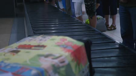 reclaim : Take a colored suitcase from the tape at the airport. HD, 1920x1080, slow motion