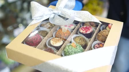 Delicious sweet candies of different kinds in a beautiful gift box with a bow. HD, Stok Video
