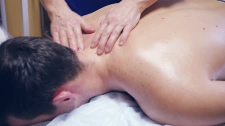 Massage the athletes back. HD Stok Video
