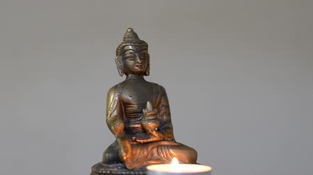 rycerze : Buddha statue with burning candles Wideo