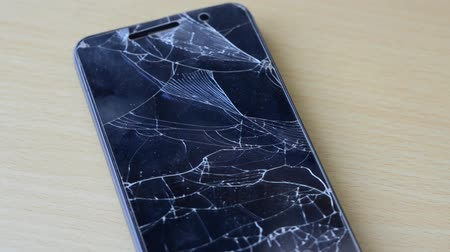 プロテクター : Broken glass on a black smartphone