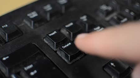 excluir : User presses button delete on the keyboard Stock Footage