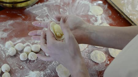 пельмени : Woman cook sculpts dumplings from flour dough with potatoes