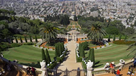 izrael : Israel Haifa Bahai garden - July 21, 2019 panoramic view of the sea and port in Haifa