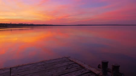 древесный : panorama over a wooden pier on a charming landscape iridescent gradient of sunset colors at sea