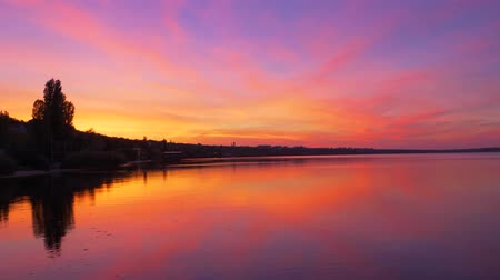 древесный : landscape reflection in seawater beautiful gradient iridescent orange-lilac colors, sunset sky